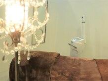 ビューティープラス(Beauty+)の雰囲気(温かいランプが灯る上質空間…お悩みも相談しやすい雰囲気)