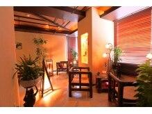 ビュップ 浜松町店(美up)の雰囲気(温かみのある照明や家具にこだわったリゾート感あふれる店内)