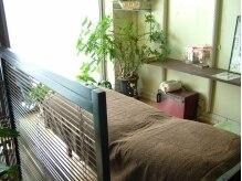 ほぐし屋 ココロ(Ko-ko-ro)の雰囲気(リフレクソロジーはリクライニングベッドでゆったり施術。)