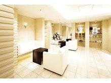 オリエンタル スタイル 天神店の雰囲気(白と茶を基調とした清潔感ある店内+♪)