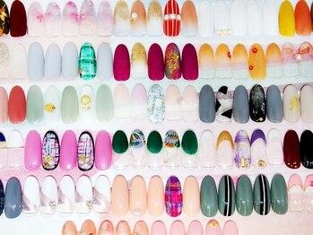 アバネイル 彦根店(AVA NAIL)の写真/50種類以上のカラーと100種類以上のデザインの中から選択できるセミオーダー定額制ネイルが大人気★