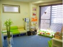 千葉リーフ整体院 稲葉カイロプラクティックセンターの雰囲気(シンプルで清潔感ある待ち合室。室温調節は遠慮なく言って下さい)