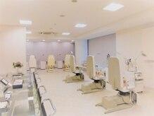オープンスペース6席・個室2室の日本最大規模の188平米