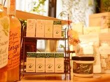 英国式リフレクソロジー ラルゴ(Largo)の雰囲気(アロマ雑貨、ハーブティーなども販売しております。)