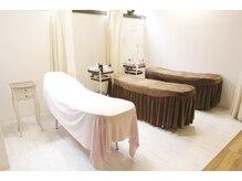 アビエ(abije)の雰囲気(3台のベッド(カーテンを引いて半個室スペースになります))