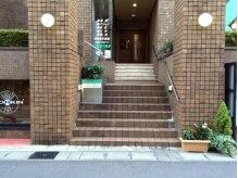 岐阜駅スグ!!こちらの階段を上がった左手がサロン☆