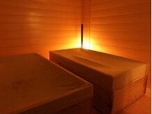 ラニオラ 横浜本店(Lani Ola)の雰囲気(間接照明であたたかい雰囲気の酵素風呂の部屋です。)