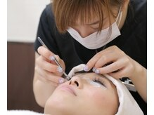 美容師免許取得スタッフが高い技術で自然なまつ毛を安価に