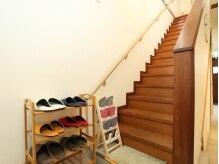 アイビューティー ジジ(eye beaauty 時時)の雰囲気(階段を上がると、マツエクの施術スペースがあります♪)