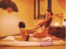 タイ古式ナラヤナ(Narayana)の雰囲気(チェンマイ式のタイ古式はストレッチ感覚で身体ググーッと伸ばす)