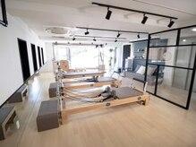 マサ ピラティス スタジオ(Masa)の雰囲気( 駒場野公園が一望出来る大きな窓。)