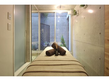 アロマアンドボディデザインサロン アースカラー 自由が丘(EARTH COLOR)/施術ベッド2