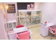 ピンクと白を基調としたサロンです。女子力&テンションUP♪