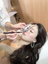 ナーズ アイラッシュ アンド アイブロウ バイ メディカルサロン(NAZ)/眉毛の黄金比を測ります。