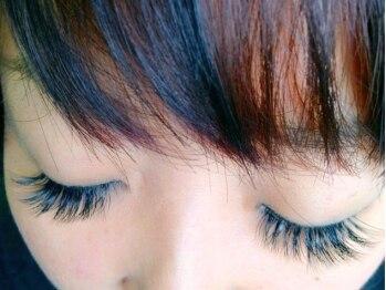 デンパサール 千鳥橋店(DENPASAR)の写真/つけまつ毛よりもボリューム満点の当サロンオリジナルフレアエクステが魅力的☆華やかな目元で印象づけて♪