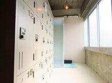 プラックスタジオ(PLUCK STUDIO)/清潔感のあるロッカールーム