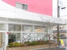 ピンクの外壁が目印♪