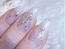 本物の宝石、ダイヤモンドを使用したジェルネイル