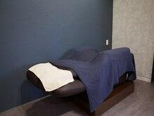 ヘアーアンドアイラッシュ チェイン(HAIR&EYELASH CHAIN)の雰囲気(マツエク施術ベッド。施術中に思わず眠ってしまうかも…♪)