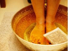 施術前に足湯で全身を温めて新陳代謝UP♪