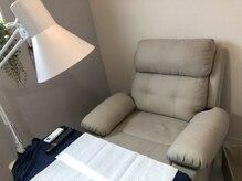 個室。ふかふかチェアの居心地の良さとお好きなTVで寝る方続出