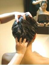 頭美人 肌美人 イーオースパ リアルプロ(EO SPA × REAL PRO)/後頭部、意外に凝って固いのです