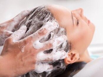 ツキミ コスメティックス(TSUKIMI cosmetics)の写真/健康な頭皮は丁寧なケアから♪頭皮のクレンジングで汚れを浮かしマッサージで血行促進☆眼精疲労解消にも◎