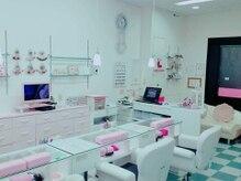 白とピンクで清潔感と優しい雰囲気