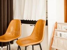 アイラッシュ サロン コル リアン(cor lien)の雰囲気(デザインを考えながら、待ち合いスペースでのんびり♪)