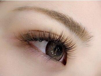 バニーアイズ テンジン(Bunny eye's TENJIN)の写真/自まつ毛の生え方や状態を見極め、装着していくのでモチ◎ボリュームラッシュで最高の目元へ♪