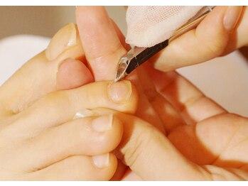 プリナチュール 名古屋店/足爪の甘皮をニッパーで除去