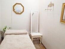 個室のエステ施術ベッド♪