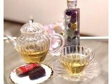 ミエルサロン(miel salon)の雰囲気(施術後はお客様に合わせて選んだハーブティーとチョコでひと息♪)