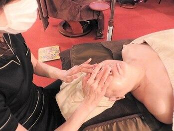 リブラ(LIBRA)の写真/オールハンドの引き上げフェイシャルで本気の年齢肌予防!人気No.1【背面リンパ+リフトUP小顔140分¥13990】