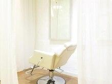 フリースエステ(free's esthetic)の雰囲気(カーテンで仕切り半個室でリラックスして施術が受けられます。)