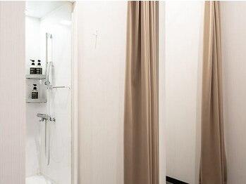 ライザップ 八王子店(RIZAP)/清潔感のあるシャワールーム