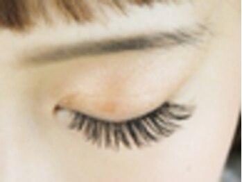リーベアイラッシュ 東久留米店(Liebe eyelash)の写真/<ついに導入!フラットラッシュ180本まで¥7200>美しい仕上りにリピート率◎羽根のように柔らかく持続性◎
