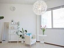 アイラッシュアンドネイル ブルーム(Bloom)の雰囲気(明るく清潔感のある空間づくりを大切にしております。)