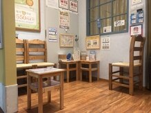 ラフィネ 京都ファミリー店の雰囲気(ウェイティングもソーシャルディスタンス仕様にしております。)