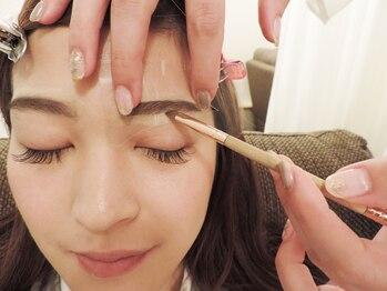プティ アイビューティ 淀屋橋店(peTiT eyebeauty)/【眉スタイリング】施術の流れ1