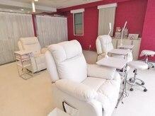 広い店内は全てソファー席でリラックスできます♪個室2つ完備!