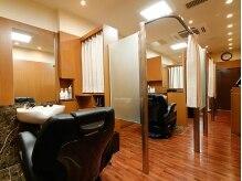 ヒロ ギンザ ヘアーサロン 銀座店 本店(HIRO GINZA HAIR SALON)の雰囲気(1席1席が個室空間になっているので、人目を気にせずリラックス♪)