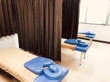 パワースポット(Power Spot)の雰囲気(ベッド3台はそれぞれカーテンで全面仕切ります♪)