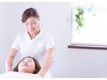 アロマセラピー健康美肌工房 紫雲の雰囲気(デコルテからしっかりとお顔を引き上げていきます。)