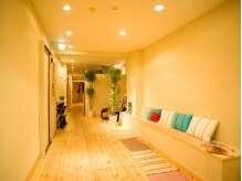 リラクゼーション まるめの雰囲気(廊下の先には個室が並び、プライベート感もばっちりです!)