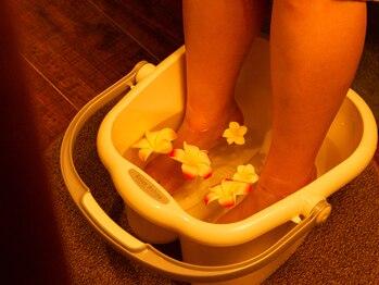 和耳(なごみ)/アロマの足湯でほっこり