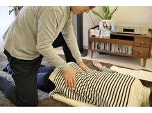ゲンキ!健康の実の雰囲気(腰への施術。骨盤矯正もバキボキしないのに歪みが取れる!)