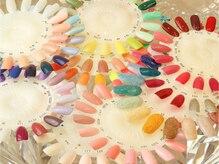 スマートネイル表参道店の雰囲気(豊富なカラーバリエーション、お色変更は自由に可能です)
