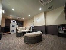 プレシャスジー(Precious G)の雰囲気(南国のホテルロビーをイメージした待合室です!)