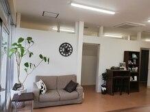 サロン ド ニコ 25(SALON DE NICO)の雰囲気(やわらかな光に包まれ、ぬくもり溢れる待合スペース。)